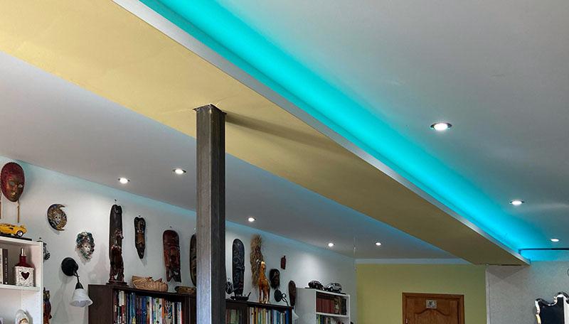 Modern villanyszerelés eredménya a spot és díszvilágítás